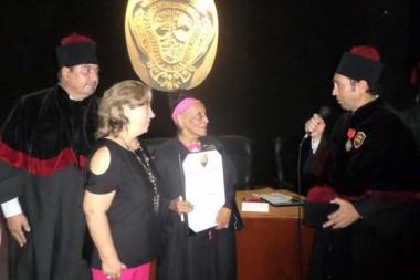 Omara Portuondo recibe título de Doctor Honoris