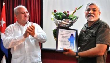 Orfilio Peláez Mendoza recibe premio