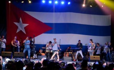 El cantautor Paulito FG y su Élite en concierto ofrecido en la Plaza de la Revolución Ignacio Agramonte, en Camagüey, el 24 de julio de 2017, como parte de su gira nacional. ACN FOTO/ Rodolfo BLANCO CUÉ