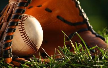 Pelota y guante de béisbol
