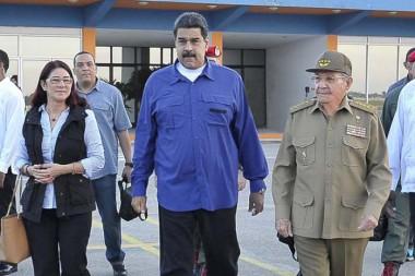 Raúl Castro despidió al Presidente venezolano