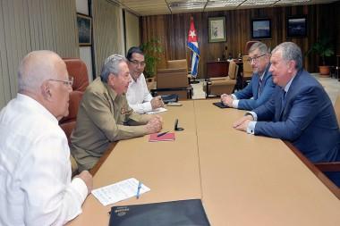 Recibe Raúl Castro al presidente de petrolera rusa Rosneft