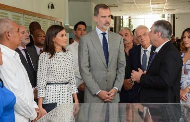 Reyes de España recorren centro biotecnológico