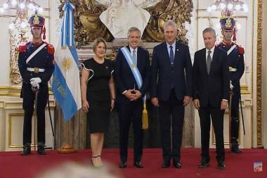 Miguel Díaz-Canel recibe saludo de Alberto Fernández