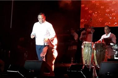 Salsero Gilberto Santa Rosa