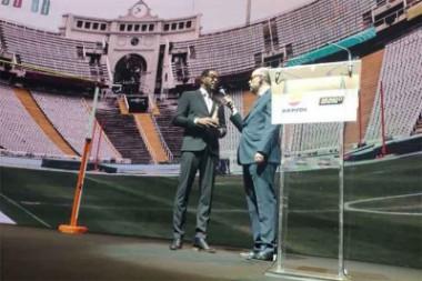 Javier Sotomayor recibe premio Mito del Deporte en España